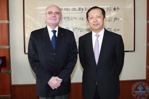 罗马尼亚驻华大使多鲁·罗穆卢斯·斯科泰亚先生一行访问济南大学